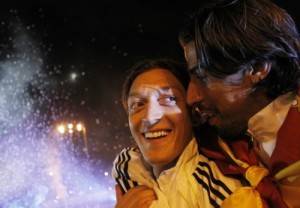 Real Madrid's Ozil and Khedira celebrate winning the King's Cup final soccer match against Barcelona upon arriving at Cibeles fountain in central Madrid